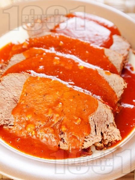 Неаполитанско телешко задушено в доматен сос с босилек и риган - снимка на рецептата